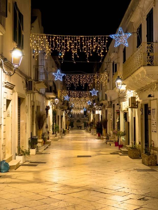 Ceglie notturna e natalizia